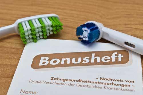 Vergessen Sie nicht, das Bonusheft mitzubringen! [©Stockfotos-MG, fotolia.com]