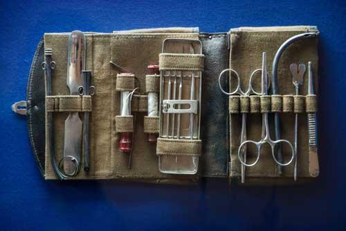 Zahnärztliche Instrumente, Anfang 20. Jahrhundert [©Marina, fotolia.com]